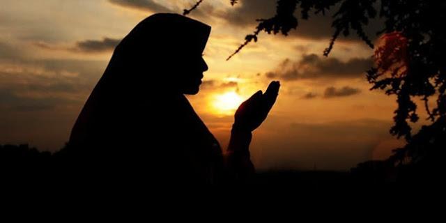 Ada Cinta Di Malam Minggu Tapi Lebih Baik Menunggu Cintanya Allah Di Malam Lailatul Qodar Karena Cintanya Tak Pernah Putus