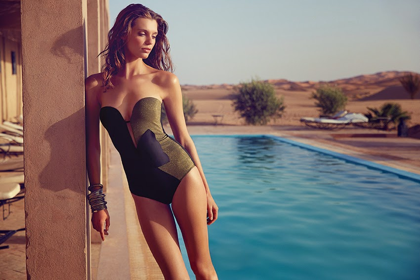15b469e235 This strapless swimsuit from the Sweet Mermaid range by Huit is very  sophisticated. In black with this golden insert, it will be an enhancer to  your tan.