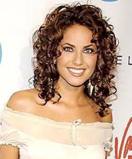 Diversión y halagos peinados con rulos Colección de tendencias de color de pelo - Peinados y Cortes para Mujer: Peinados Con Rulos, Rizados ...