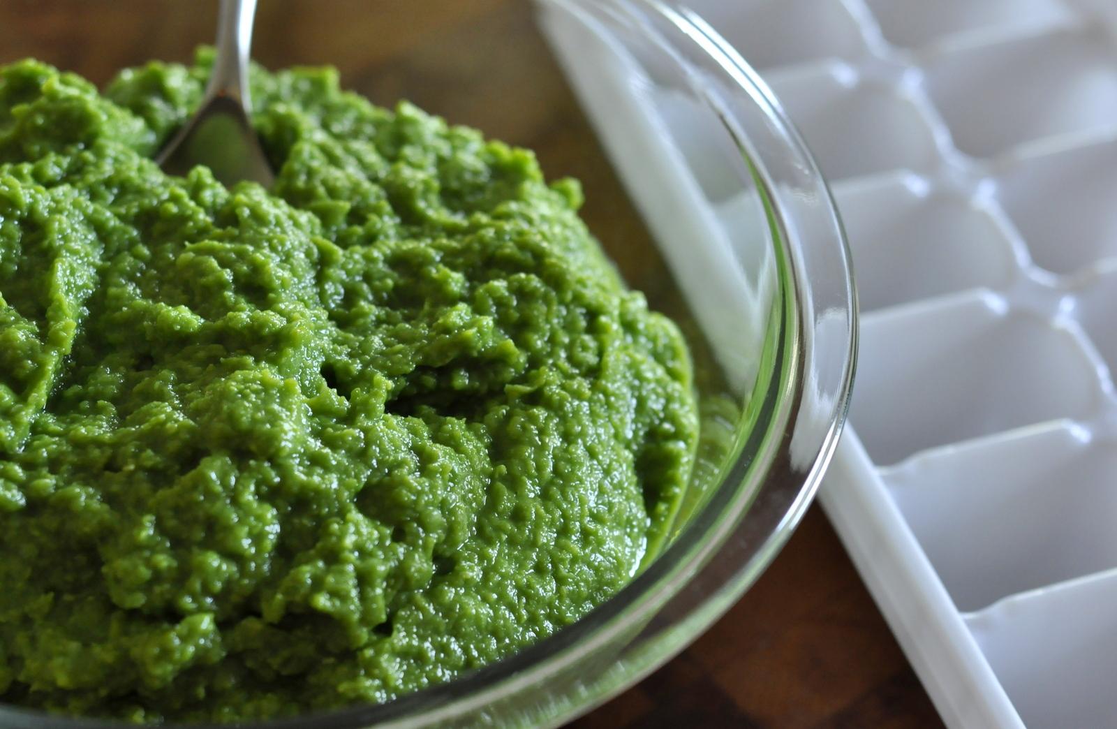 How-To-Make-Freeze-Homemade-Baby-Food-Pea-Puree-tasteasyougo.com