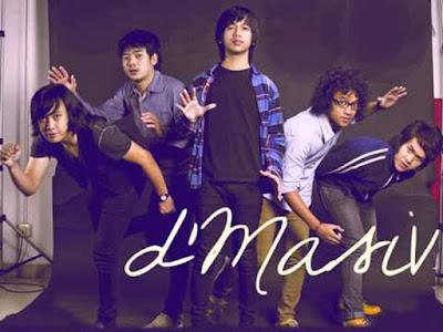Biografi D'Masiv  Biodata Ryan Ekky Pradipta   Rian Ekky Pradipta atau dikenal sebagai Rian d'Masiv (lahir di Yogyakarta, Indonesia, 17 November 1986; umur 26 tahun) Pasangan dari S.A Murtisari merupakan seorang penyanyi berkebangsaan Indonesia yang juga merupakan vokalis dari grup musik D'Masiv. Pada tahun 2003, bersama Kiki, Rai, Rama dan Wahyu, dia ikut mendirikan grup musik yang bernama d'Masiv.  Biodata Dwiki Aditya Marsall  Dwiki Aditya Marsall atau dikenal sebagai Kiki D'Masiv (lahir di Yogyakarta, Indonesia, 23 November 1988; umur 24 tahun)Pekerjaan sebagai musisi,ia merupakan seorang musisi Perkebangsaan Indonesia yang juga merupakan gitaris dari grup musik D'Masiv. Pada tahun 2003, bersama Rian, Rai, Rama dan Wahyu ia ikut mendirikan grup musik yang bernama D'Masiv.  Biodata Rayyi Kurniawan Iskandar(Rai)   Rayyi Kurniawan Iskandar Dinata atau dikenal sebagai Rai D'Masiv (lahir di Jakarta, Indonesia, 3 Maret 1988; umur 24 tahun) merupakan seorang musisi berkebangsaan Indonesia yang juga merupakan bassis dari grup musik D'Masiv. Pada tahun 2003, bersama Rian, Rama, Kiki dan Wahyu ia ikut mendirikan grup musik yang bernama D'Masiv.  Biodata Rama D'masiv   Nurul Damar Ramadan atau dikenal sebagai Rama D'Masiv (lahir di Jakarta, Indonesia, 2 Mei 1987; umur 25 tahun) pekerjaan sebagai musisi.ia