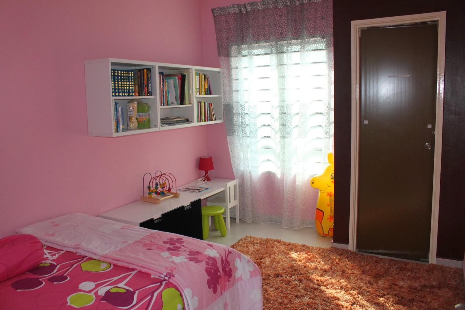 Dekorasi Yang Simple Untuk Bedroom My Baby Girlz Nuha Safiya... Barang2  Tersebut Kitorang Beli Di IKEA. Kos Rak Buku, Lampu Meja, Kerusi, Meja  Study, ...