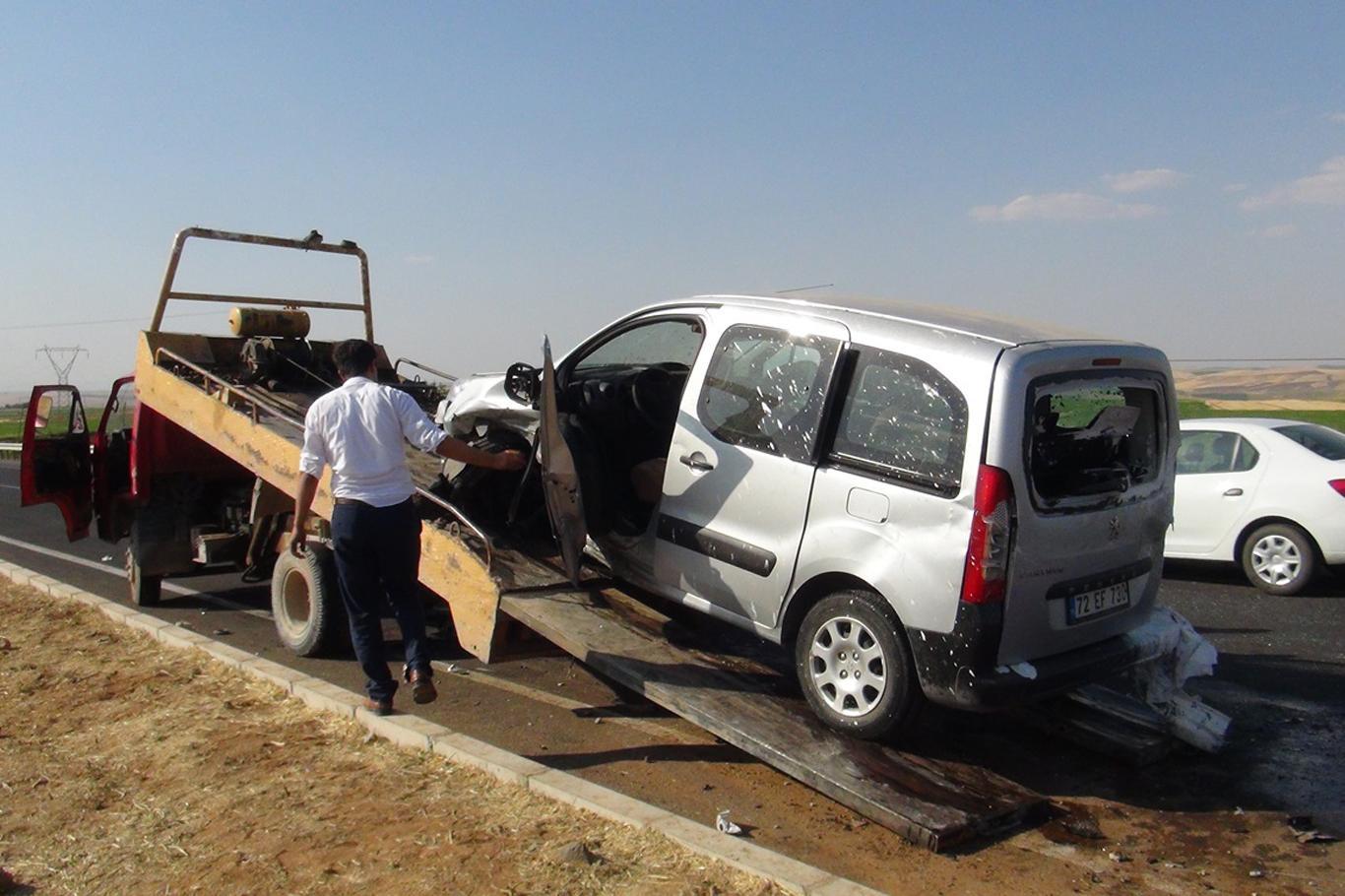 Çınar Beşpınar yakınlarında 2 araç çarpıştı: Biri ağır 4 yaralı