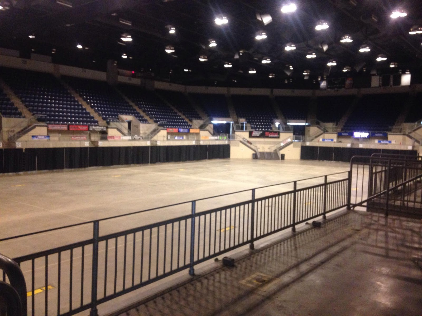 The Expo Center Is A Multi Purpose Arena With 24 000 Square Feet And Seating 7 People It Features 3 Ballroom Suites 4 Individual 2 Box