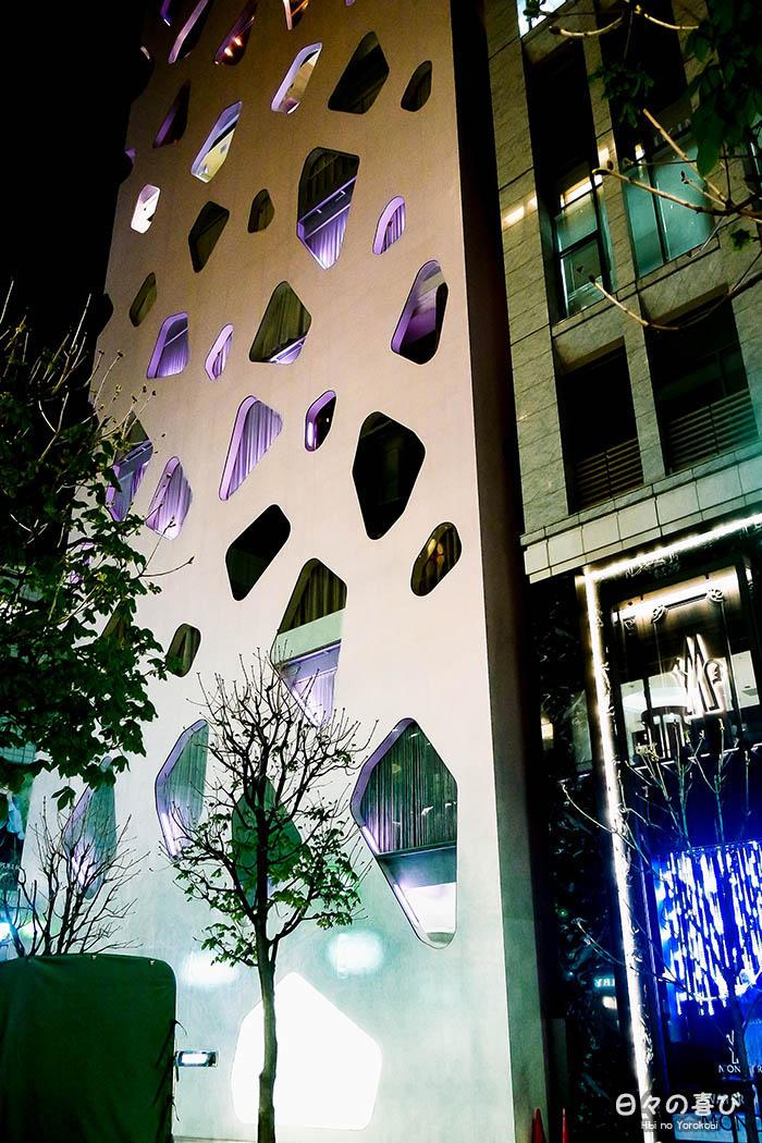 façade-contemporaine-immeuble-ginza-contreplongée