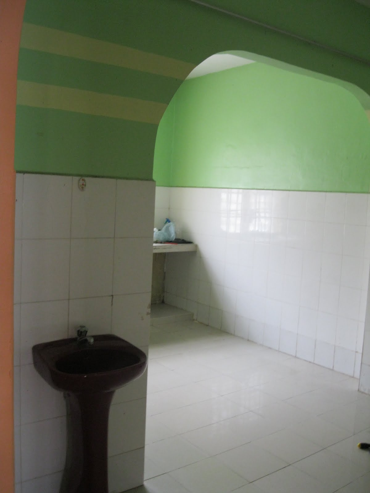 Ni Pintu Gerbang Nak Ke Ruang Makan Dan Dapur Ada Sinki Da Masuk Area