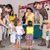 Polícia Militar entrega presentes a crianças em Várzea da Roça