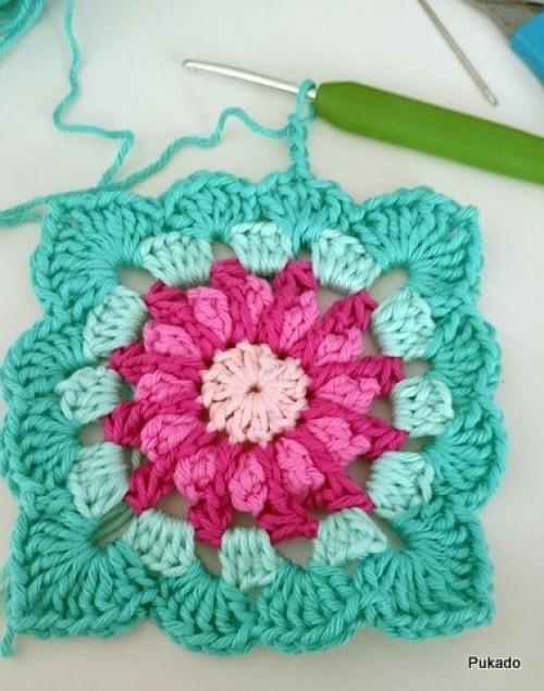 Happy Colors Granny Square - Free Pattern