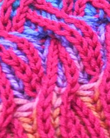 http://translate.googleusercontent.com/translate_c?depth=1&hl=es&rurl=translate.google.es&sl=en&tl=es&u=http://www.knitaholics.com/2013/11/18/how-to-knit-rainbow-cowl-with-two-color-brioche-stitch-with-cables/&usg=ALkJrhgHiqvWq0WGYYjljOrIzpYsq16_Iw