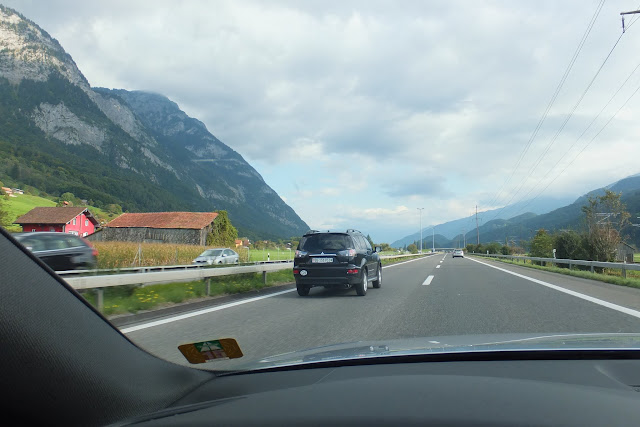 swiss-motorway スイスの高速道路