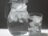 4 Manfaat Kebiasaan Minum Air Dingin untuk Kesehatan