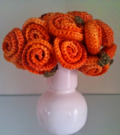 http://tejiendoconmax.blogspot.com.es/2014/05/ramo-de-novia-patron-de-flor-sencilla.html