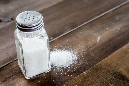 Sal refinado de mesa  (Imagem: Reprodução/Dicas de Mulher)