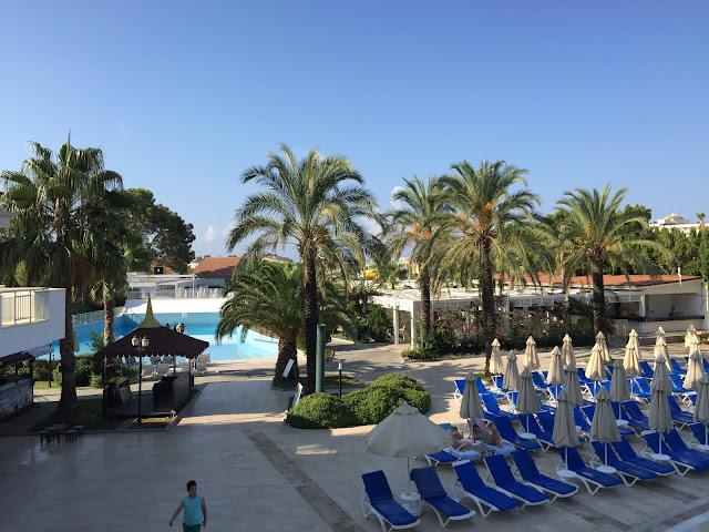 Side Serenis - Blick auf die Pools