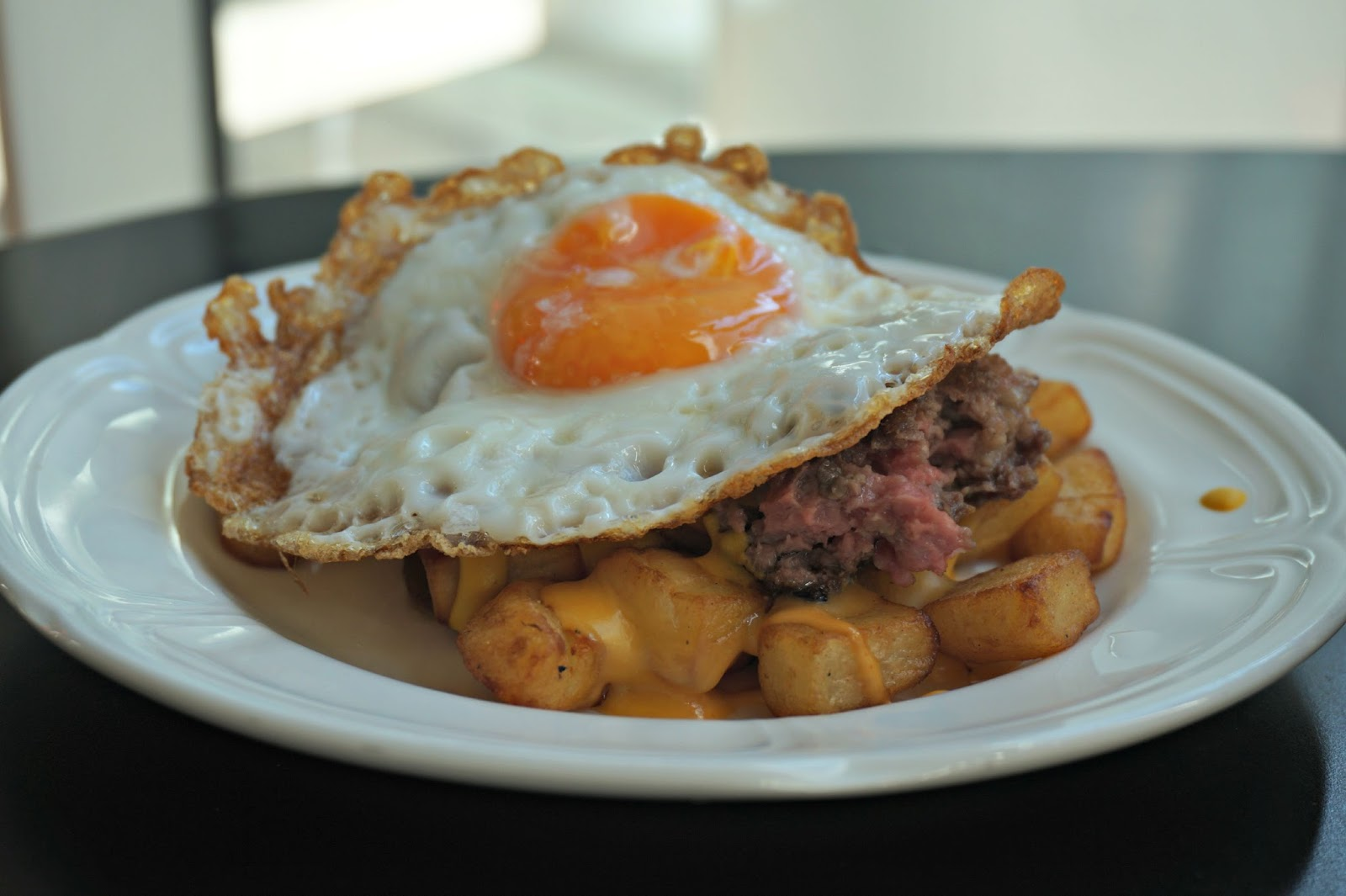 cheeseburger hash with fried egg
