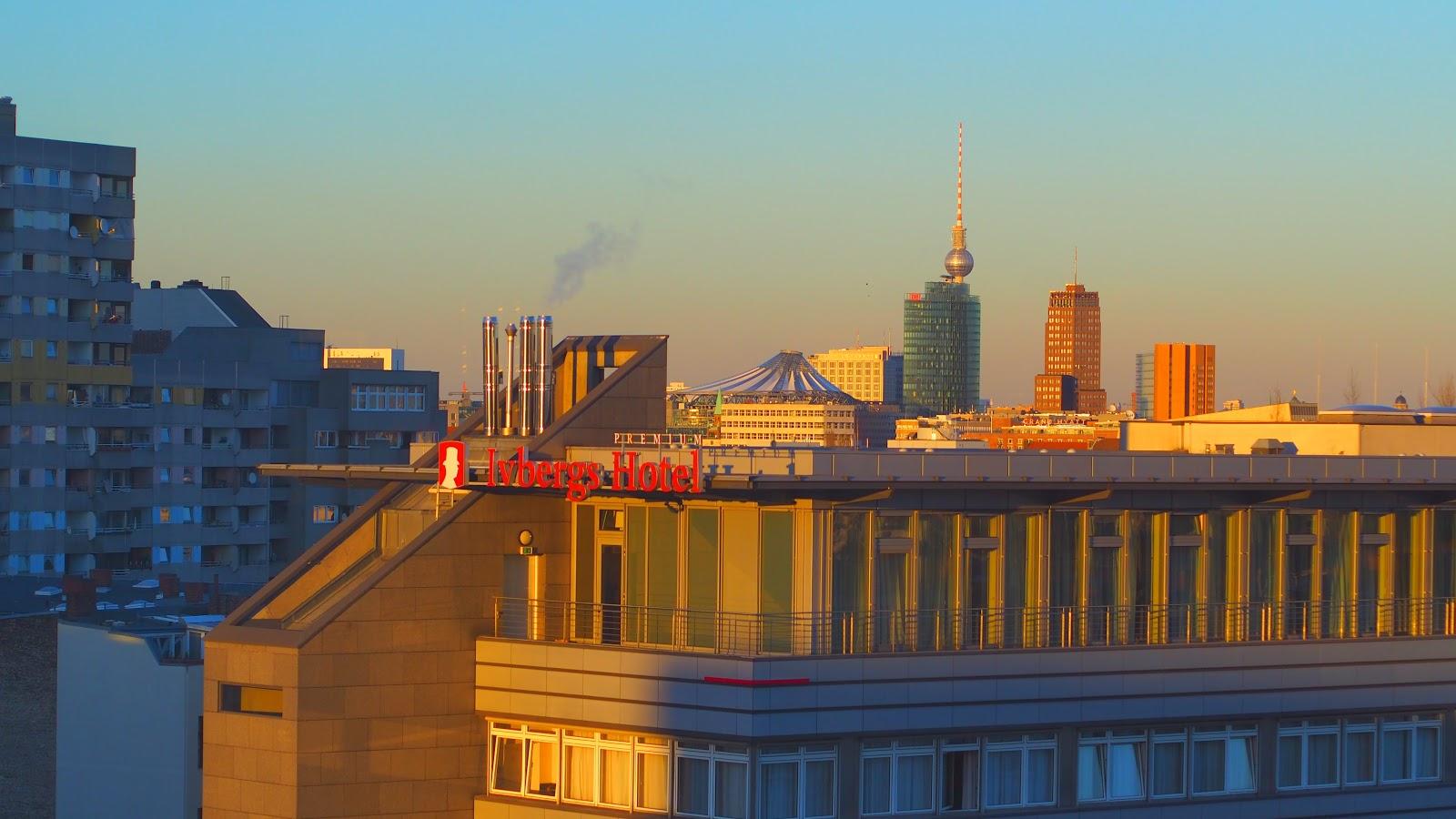 Berlin mit Dächerblick rüber zum Alexanderplatz