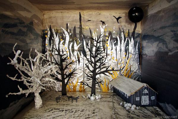 aliciasivert, alicia sivertsson, levande verkstad, 3d-collage, miljö, eld, banankartong, kartong, undergång, kor ladugård, svalor, träd, silkespapper, aluminiumfolie, frottage