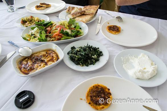 fındık lahmacun, humus ve süzme yoğurt, Şelale restoran Tarsus Mersin