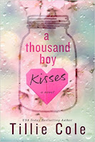 http://lachroniquedespassions.blogspot.fr/2016/10/a-thousand-boy-kisses-de-tillie-cole.html