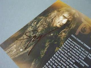 bookletul semnat de Speesy la pagina cu poza lui
