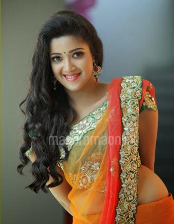 Hot indian model kavitha saini masturbating during nude photoshoot - 5 3