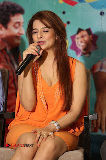 Actress Saloni Aswani Pos in Short Dress at Meelo Evaru Koteeswarudu Movie Interview  0136.JPG