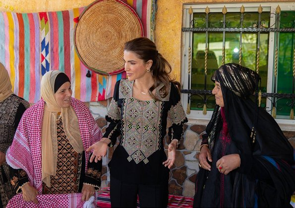Queen Rania visited Wadi Shueib in Balqa Governorate and met with a group of women from a local charity