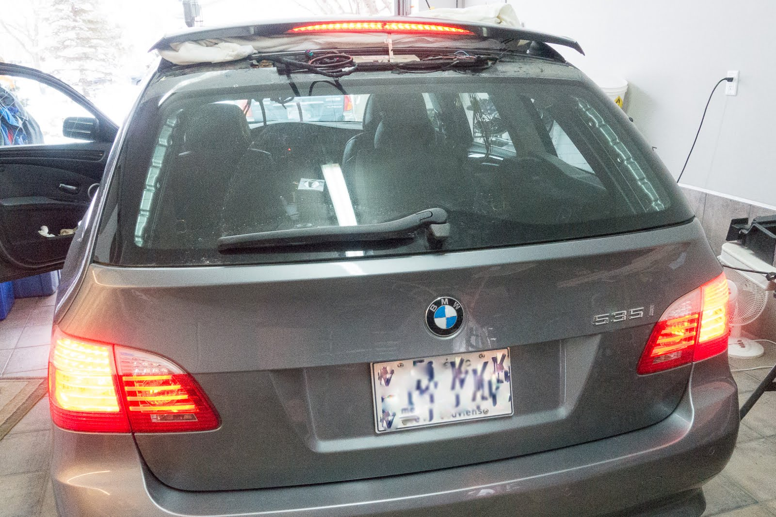 The Fix It Blog Sorting Things Out Bmw 535xi Touring E61 Tailgate Wiring Loom Tape Test All Functions Prior To Re Installing Rear Spoiler Or Replacing Any Of Harnesses Trims