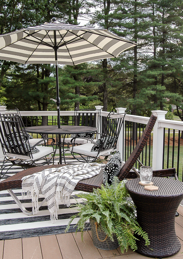simple summer deck, outdoor decor