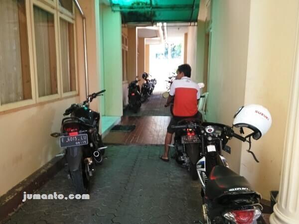 parkir motor hotel kalianda