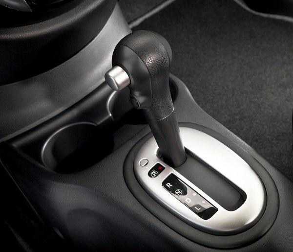 Nissan Versa Sense Automático