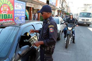 Guarda Municipal de São Gonçalo (RJ) monta ação para conscientizar motoristas