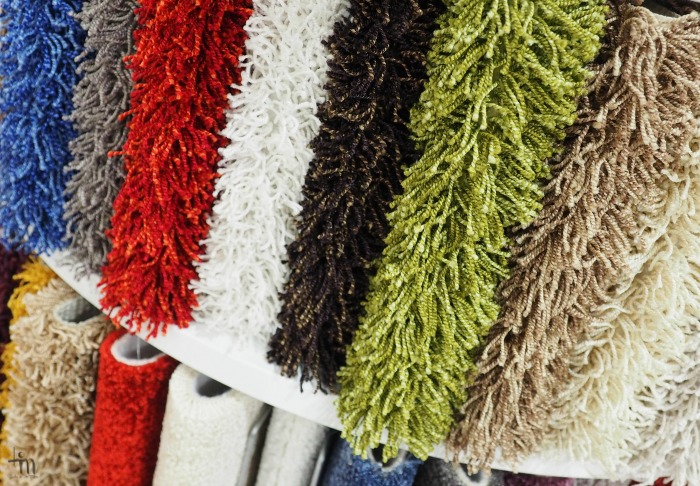 värikkäät nukkamatot Rakenna ja Sisusta -messuilla