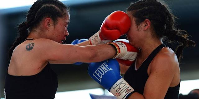 Boxeadora propina golpe a un hombre que la acosaba en el transporte..le metí un 'upper' de izquierda en lo 'huevos' que hasta se dobló el viejo cochino