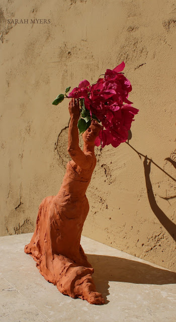 sculpture, terracotta, kneeling, woman, sarah, myers, red, clay, dance, figure, arte, escultura, figurative, classic, human, lady, poise, earthenware, orange, flowers, back, glance, bougainvillea