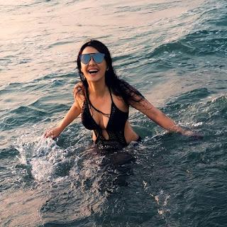 Minissha Lamba Hot Black Bikini Pics