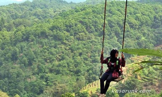 Ini bukan di Maribaya Lembang, pun bukan di Hutan Pinus Mangunan