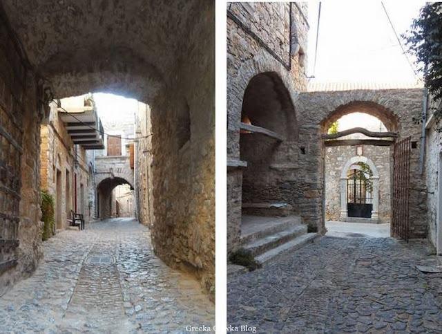 żelazna brama, średniowiczna uliczka, wejście na zamek Meata Chios Grecja