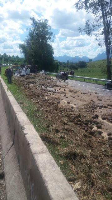 http://vnoticia.com.br/noticia/2253-caminhoneiro-de-sao-francisco-de-itabapoana-morre-em-tragico-acidente-na-br-101-em-campos