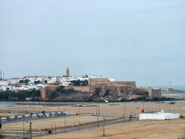 Vistas a Rabat desde la playa en Salé