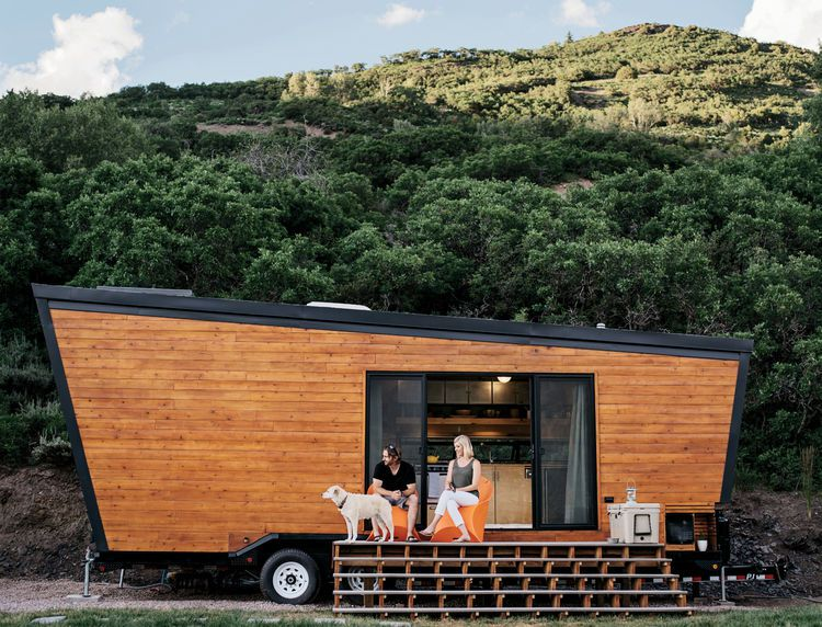 Tiny Home Designs: TINY HOUSE TOWN: Contemporary Tiny House On Wheels