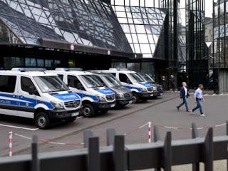 German police raid Deutsche Bank in 'Panama Papers' graft probe