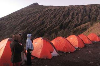 Jalur Ditutup, Wisatawan Masih Nekat Mendaki ke Gunung Rinjani