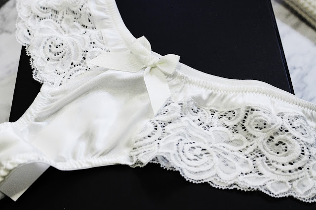 emma harris lingerie, emma harris lingerie review, handmade lingerie uk, emma harris lingerie reviews, emma harris lingerie blog review, Signature White Half-Padded Plunge Bra, bespoke lingerie uk