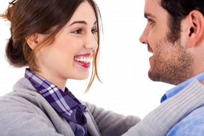 Lenguaje corporal. 12 señales que demuestran que la atraes