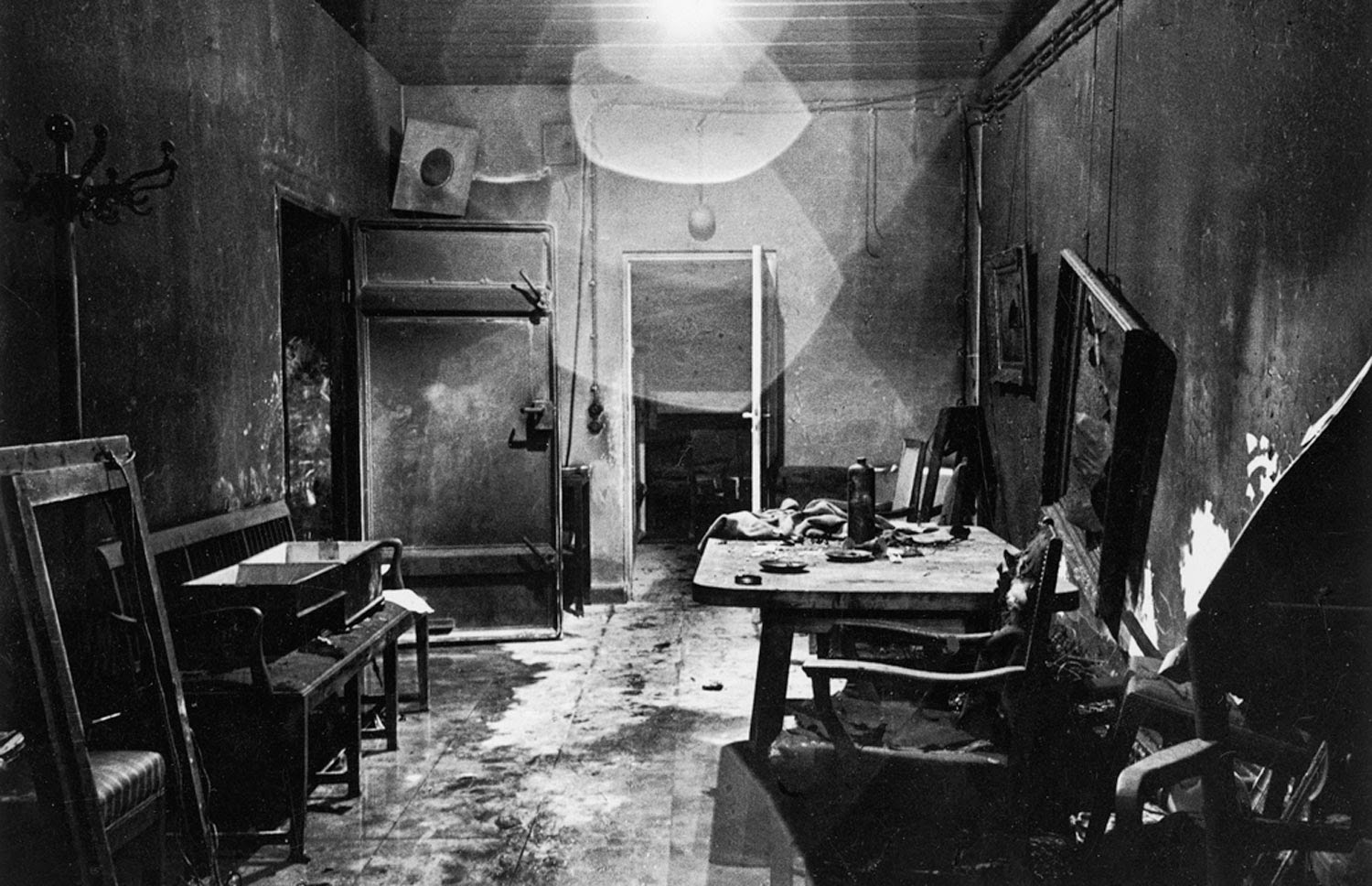 Ultimate Collection Of Rare Historical Photos. A Big Piece Of History (200 Pictures) - Inside of Hitler's bunker