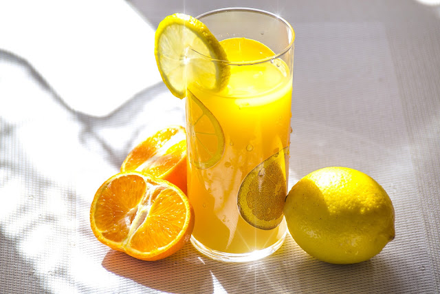 How To Reduce Pimples And Dark Spots Naturally-Lemon juice