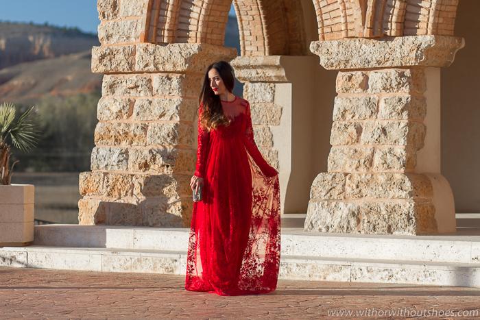 Influencer blogger de moda valenciana con propuesta de look de largo para vestir en una fiesta celebracion boda
