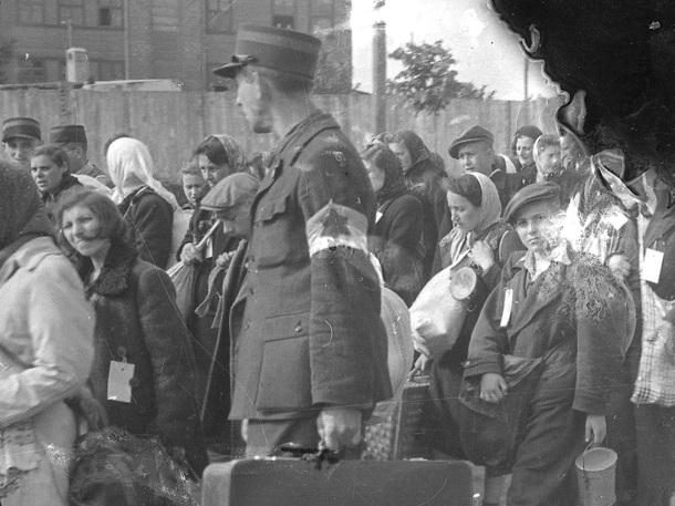 Henryk Ross, Ghetto Police Escorting Residents for Deportation 1942-1944