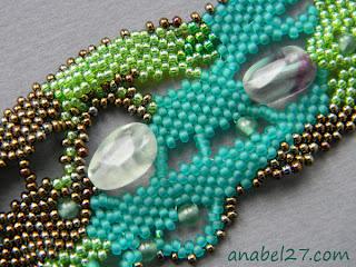 купить широкие браслеты из бисера и бусин приобрести оригинальные браслеты фото